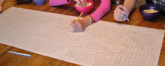تصویری از بازی خط نقطه روی کاغذ بزرگ